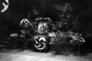 Hakekors: Slik ble Hitlers d�d markert i Swakopmund i 1945.