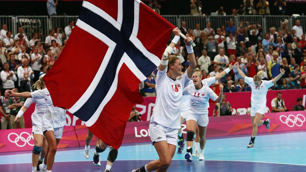 GULL: H�ndballjentene og Eirik Ver�s Larsen s�rget for gulljubel i London, men ikke siden 1984 har Norge tatt f�rre medaljer i OL. Foto: REUTERS/Adrees Latif