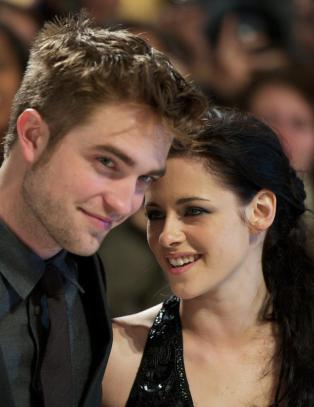 Robert Pattinson nekter  mte utro Kristen
