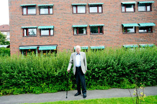 CARLS PARADIS: Carl Falck synes hagen p� Majorstutunet er et lite paradis. Foto:Thomas Skaug/Dagbladet
