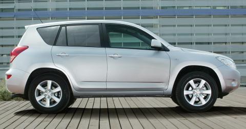 SOLID: Toyota RAV4 er en p�litelig SUV. Foto: Toyota