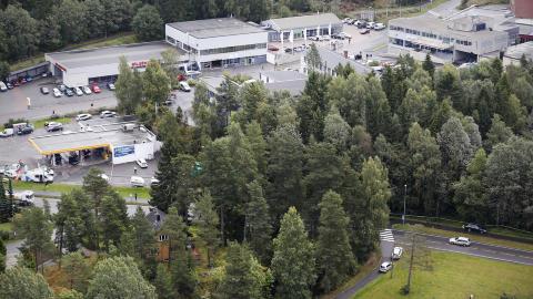 ETTERFORSKERE: Etterforskere fra Oslo politidistrikt overtar n� saken etter at en d�d person ble funnet i Sofiemyr i Follo politidistrikt.  Bj�rn Langsem / Dagbladet