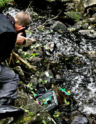 Her sl�r politiet til mot SOS Rasismes dumping i skogen