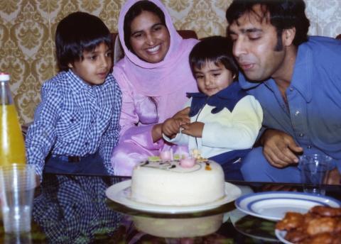Solo og marsipan: Familien Ali feirer minstemann Wassims bursdag p� Torshov. Ali til venstre.