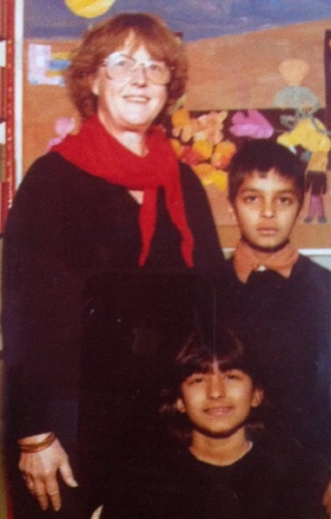 Den ene: Zahid Ali og Shabana Rehman med l�rerinnen Tora M�hle, som ble redningen for dem begge.   Zahid Ali og Shabana Rehman