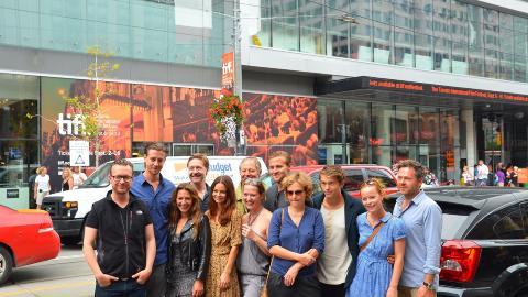 P� TUR: Her er representanter fra de norske filmene som blir vist i Toronto samlet. �90 minutter�-skuespillerne Pia Tjelta og Mads Ousdal til venstre i bildet. Foto: Jakob Berg
