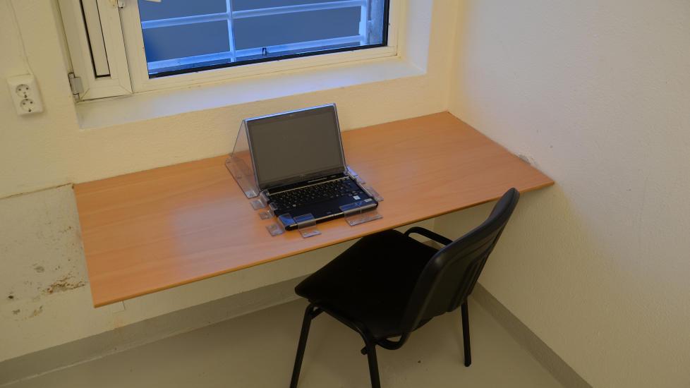 MISTER DENNE: Anders Behring Breivik har hatt tilgang til denne PC-en, etter en avtale med politiet. Den mister han. Men han kan f� en ny, fordi han vil studere. Foto: Ila fengsel og forvaringsanstalt
