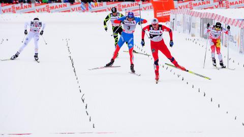 SPURTKONGEN: Northug er allerede spent p� hvem som skal g� sisteetappen for Sverige i VM i Val di Fiemme til vinteren. - Hellner er jo ikke bra nok for � f� g� den, sier han. Foto: AFP PHOTO / GIUSEPPE CACACE