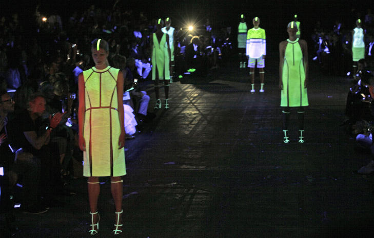 SELVLYSENDE: Alexander Wang S/S 2013. Foto: AFP / NTB Scanpix