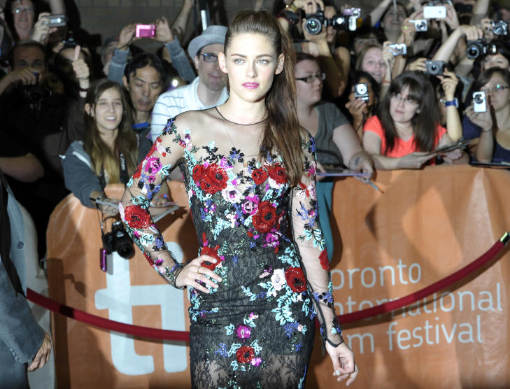 I TORONTO: Kristen Stewart (22) er for yeblikket langt unna moteuka i New York, nemlig p filmfestivalen i Toronto for  promotere sin siste film On the Road. Foto NTB Scanpix