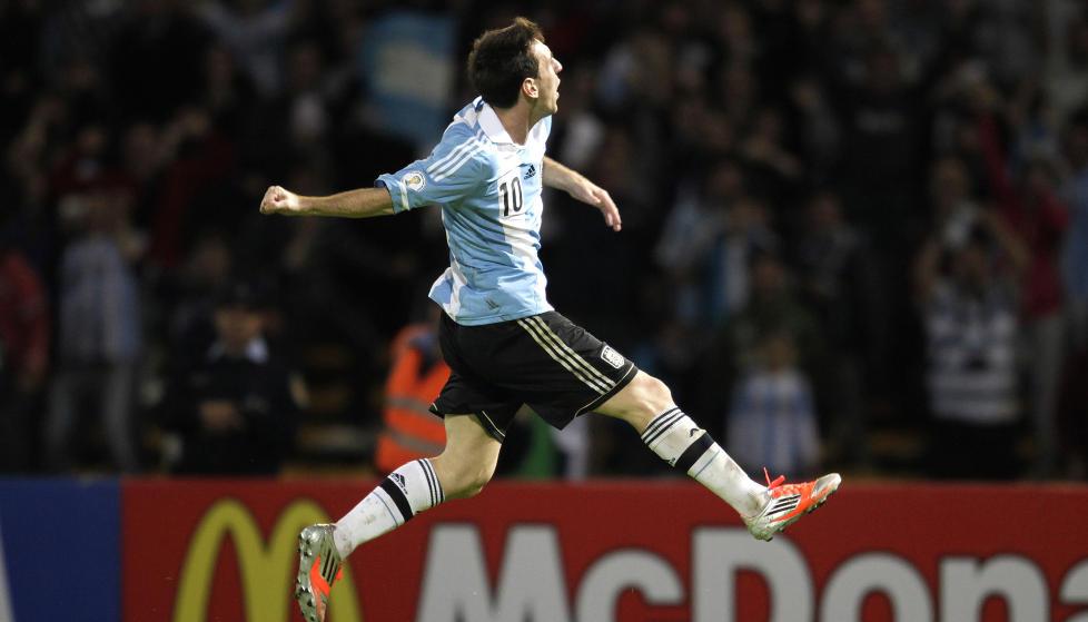 I FORM: Lionel Messi scoret ett mot Paraguay i helga, og har ti m�l p� de seks siste landskampene for Argentina. Foto: JORGE ADORNO / REUTERS / NTB SCANPIX