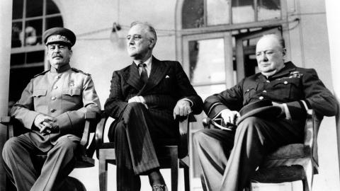 MED KRIGSFORBRYTER: Fra konferansen mellom Stalin, Roosvelt og Churchill i Teheran i november 1943. Lenge f�r dette visste Roosvelt om Stalins massakre i Katyn.  (AP Photo)