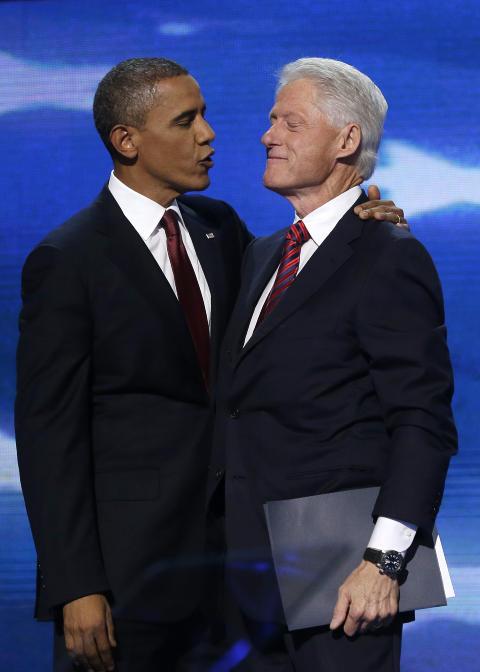 FORTSATT TILLIT: President Barack Obama sammen med tidligere president Bill Clinton under demokratenes landsm�te forrige uke. Foto: Charles Dharapak / AP Photo