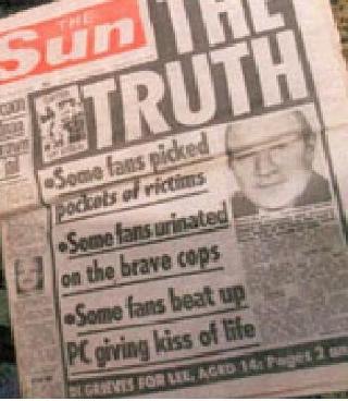 BOIKOTTET: The Sun har blitt hatet av Liverpool-supportere etter at denne saken om tragedien ble publisert. Blant annet skrev avisen at fansen ranet ofre, urinerte p� politiet og banket en politmann som drev f�rstehjelp. Foto: Faksimile