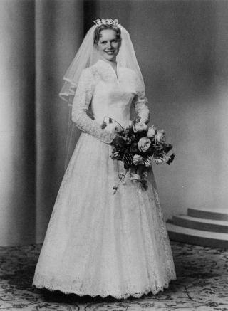 DR�M I HVITT: 13. august 1960 giftet Liv Ullmann seg for f�rste gang.
