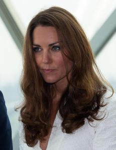 Flere og flere trykker bildene av toppl�se Kate