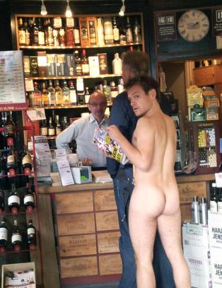 Denne mannen kj�pte naken-Kate-Se og H�r i nettoen