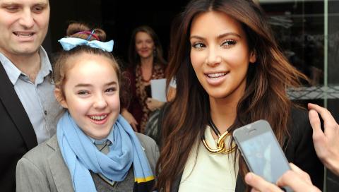 BLE KJENT: Kim Kardashian og resten av familien er blitt superstjerner ved � slippe kameraene tett inn p� seg i realityserien �Keeping up with the Kardashians�. Foto: Mal Fairclough/ AP / NTB scanpix  h