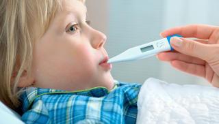 SLAPP OG SYK: Det viktigste n�r det gjelder syke barn, er at de f�r i seg nok v�ske, og gjerne en v�ske som inneholder noen kalorier. FOTO: Thinkstockphoto