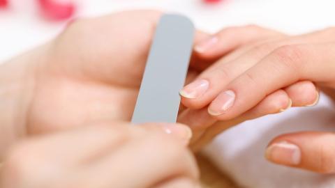 HELSE I NEGLENE: Ta vare p� neglene dine, de kan gi deg nyttig informasjon om helsen din.  FOTO: Colourbox
