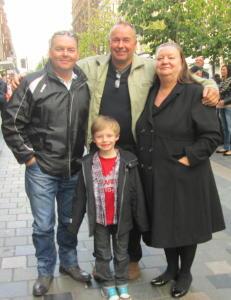 Roger (50) fant familien i Glasgow