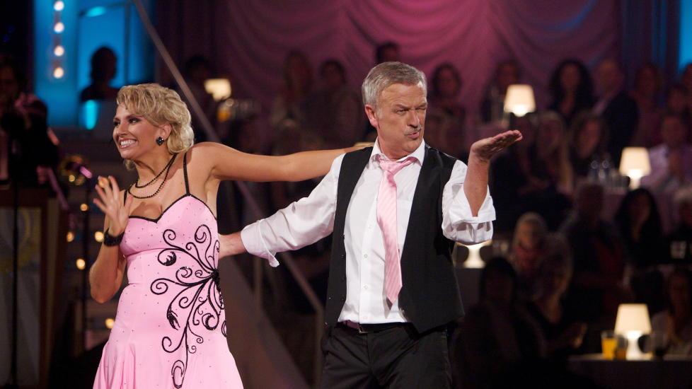alexandra skal vi danse naknejenter