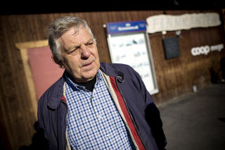 VIL IKKE SPEKULERE:  Oddmund Eiterjord (68) vil ikke spekulere i om �ygard er skyldig i den alvorlige saken som i dag begynte i S�r-Gudbrandsdal tingrett. Her utenfor Coop-butikken i V�g� sentrum. Foto: Tomm W. Christiansen / Dagbladet