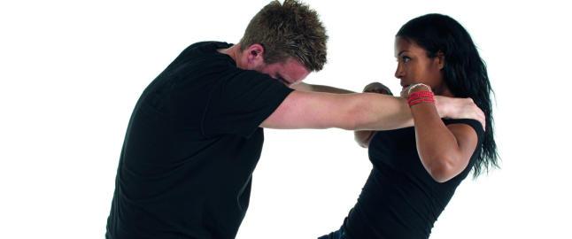 Slik vil Br�khus l�re jenter � forsvare seg mot overgripere