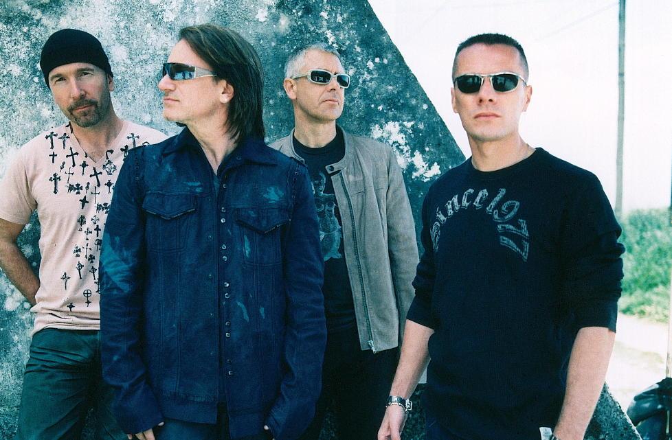 TO JOBBER: U2 spiller inn sitt 13. album. Det kombinerer trommeslager Larry Mullen jr. (til h�yre) med sin norske filmrolle. Her i et promobilde fra noen �r tilbake.