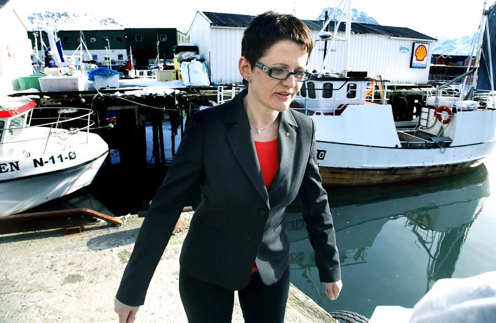 FÅR KLAGE:Fiskeri- og kystminister Lisbeth Berg-Hansen kommer snart med en varslet innstramming i leveringsplikten, som Aker Seafoods har protestert høylytt mot. Nå må hun i tillegg behandle en ankesak om påståtte grove brudd på leveringsplikten fra det samme selskapet. Foto: Jacques Hvistendahl / Dagbladet