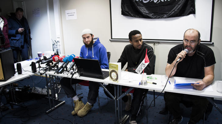 TALTE: Omar Cheblal holdt en ti minutter lang tale p� arabisk under pressekonferansen til �Profetens Ummah� p� Anker Hotell tirsdag denne uka. Foto: H�kon Eikesdal  Foto: H�kon Eikesdal