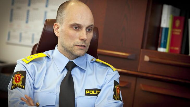 BEKLAGELIG: Politimester Torbj�rn Aas i Vestfinnmark politidistrikt mener det er beklagelig at Fredriksen har g�tt ut og sagt at politiet ba henne dra til helvete. Lydloggen beviser at det ikke er hold i anklagene. Foto: Ole Morten Melg�rd
