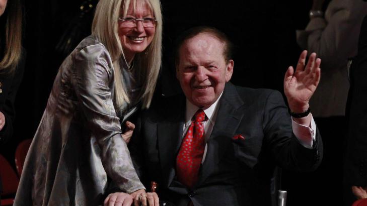 REKORDPENGEBRUK I PRESIDENTKAMPANJE: Sheldon Anderson har gitt rekordmye finansiell st�tte til Romney-kampanjen. Her er han sammen med sin kone Miriam Ochsorn. Foto: Jason Reed / Reuters