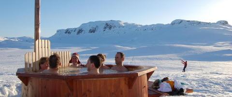 - Lørdager varmer vi opp badestampen, da blir det bra med liv