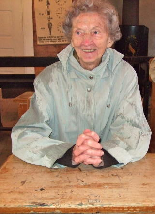 Snart 100: Hilda p� tur i 2011. Hun s� lyst p� livet og hadde begynt � snakke om og s� sm�tt planlegge 100-�rsdagen.