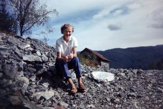Kjent positur: Hilda lykkelig p� fjelltur. Den spreke dama brukte terrenget rundt Os flittig.