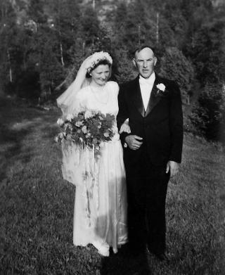 Lykkelige: Hilda giftet seg med g�rdbruker Klaus Feste en vakker junidag i 1950
