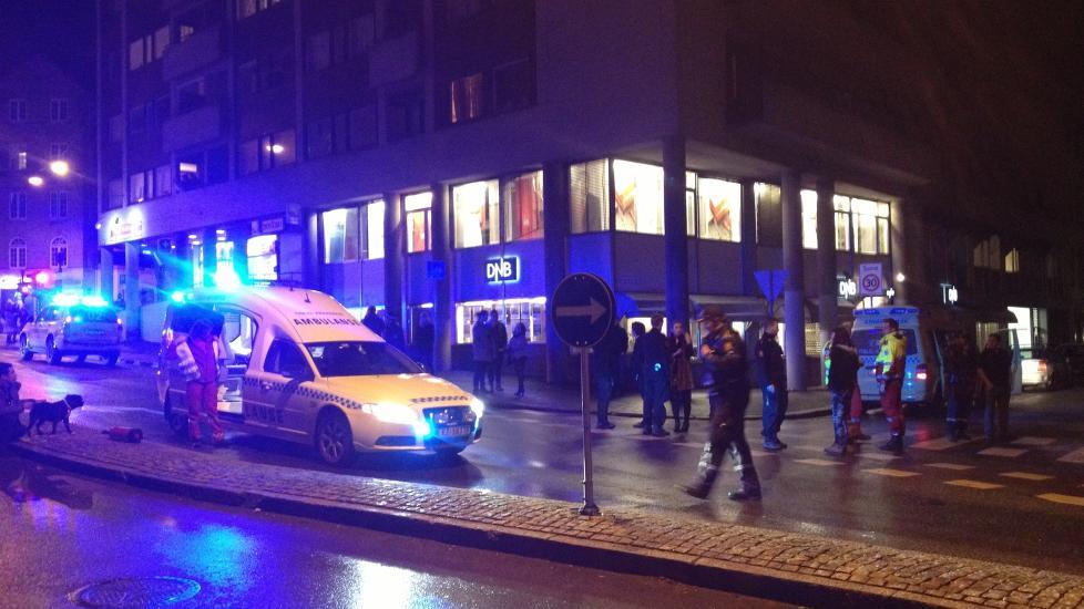 MASSESLAGSMÅL: Det skal ha vært 40-50 personer involvert i masseslagsmålet i St. Hanshaugen i natt. Foto: Dagbladet-tipser