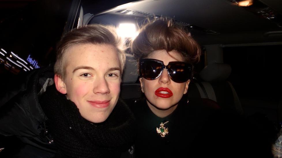 MØTTE LADY GAGA: Haakon Korbi Kolstad (15) ventet på Lady Gaga i flere timer i dag. Det betalte seg. Foto: Privat