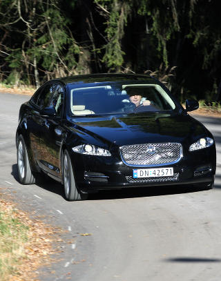 TØRST STORBIL: Jaguar 5,0 V8 er like tørst som den er stor og sterk. Forbruk nær literen per mil.