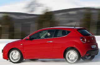 TØRST SMÅBIL: 170-hesters bensinturbo er morsomt i Alfa Romeo Mi To, men den bringer forbruket opp til 0,77 l/mil.