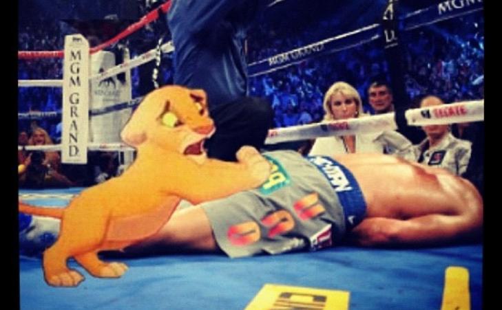 PROVOSERER: «Dad wake up» skrev Bieber som kommentar til dette bildet han la ut av Pacquiao og Disney-figuren Simba.
