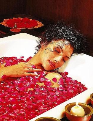 Du ligger og bader i blomster, ved foten av verdens høyeste fjell