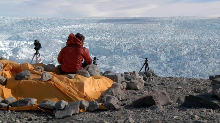 T�LMODIG: Filmteamet har brukt mye tid p� � samle filmbevis p� at klimaet faktisk er i forandring.