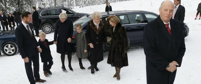 Innviet kongens nye bil p� vei til julegudstjeneste