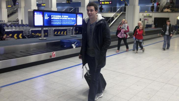 SKULLE TIL LIVERPOOL:Moldes midtstopper Vegard Forren landet i Manchester mandag kveld. Han skulle opprinnelig på treningsopphold med Liverpool i går.  Foto: Vegard Grøtt / NTB scanpix