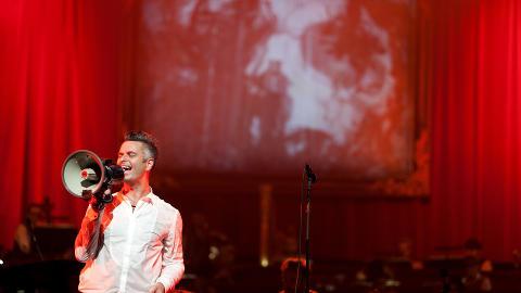 ROP DET UT:  Jan Ove Ottesen ropte ut sitt budskap i Operaen - f�r bandet tar pause p� ubestemt tid. Foto: Anders Gr�nneberg