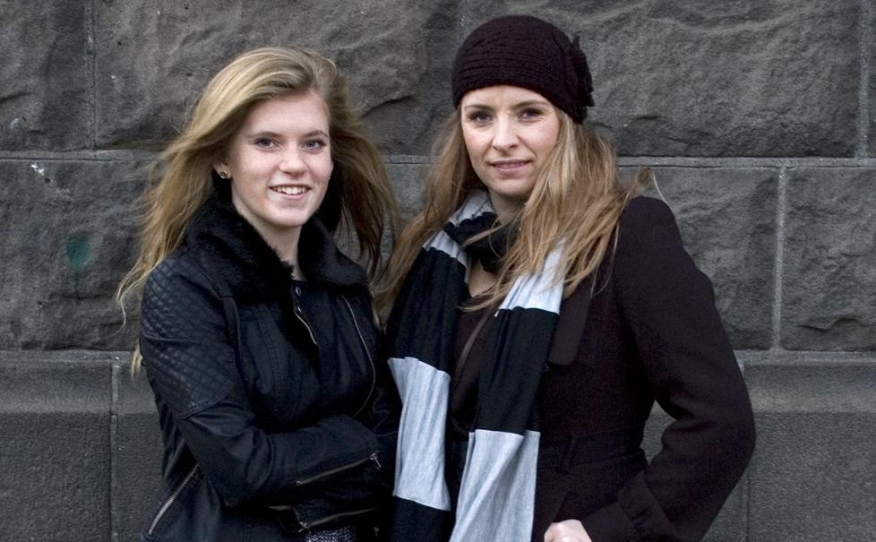 VANT OVER STATEN: Bl�r Bjarkadottir og moren Bj�rk Eidsdottir har f�rt en lang kamp mot islandske myndigheter for � f� Bl�r godtatt som jentenavn. N� er kampen kronet med seier. Foto: ANNA ANDERSEN / AP / NTB SCANPIX