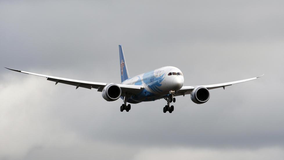 TESTFL�Y I NATT: Boeings 787 Dreamliner testfl�y i natt fra Fort Worth i Texas til Everett i Washington etter at FAA bestemte at de kunne starte � teste flyene igjen. Strenge sjekker forsinker trolig leveransen av flyet til Norge og Norwegian. Foto: REUTERS / Kevin P. Casey / NTB scanpix