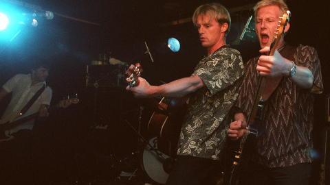 BR�DREBAND: Knut Nesb� (til h�yre) med broren Jo i bandet Di Derre. Foto: KJELL LANGMYREN